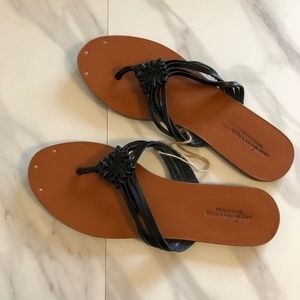 New American outfitters Eagle flip flops size 8